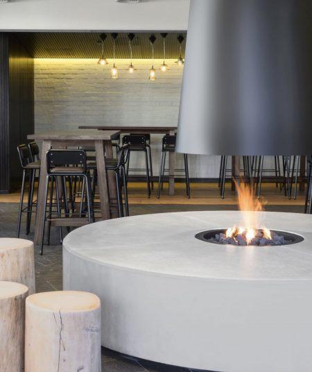Ostani Bar, Hotel Realm Barton